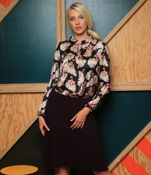 Blouse with floral print and semiclos skirt