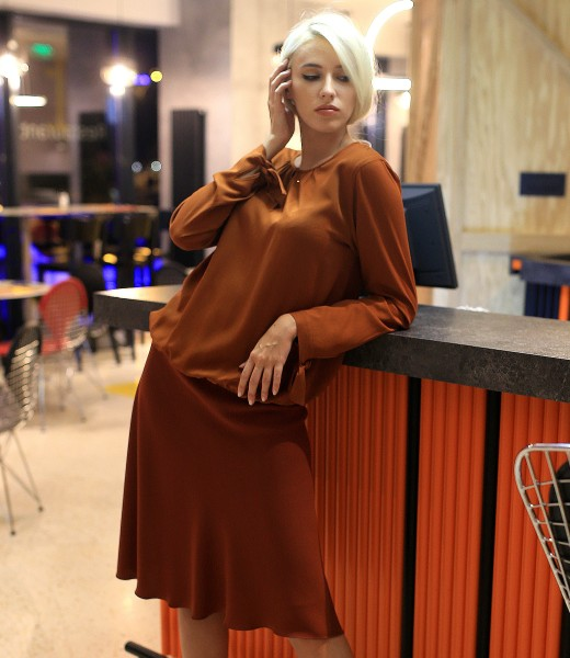 Elegant outfit with a-line skirt and viscose shirt