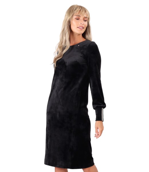 Velvet dress with elastic lining on the cuffs