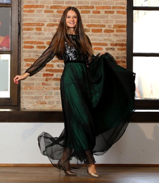 Long veil dress with sequin bust