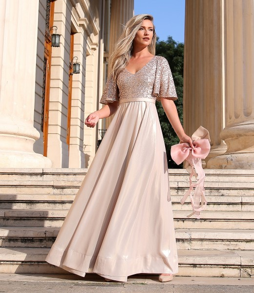 Long dress with bust and wide sleeves with sequins